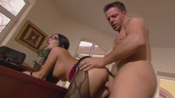 Darling acquires a raucous cunt hammering session